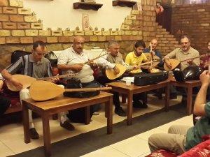 Halk Müziği korosu sanatçıları iftarda