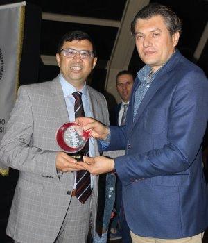 Prof. Durduran Plaketini, Başkan Kuşdemir'den aldı