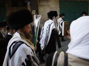 120 Yahudi yerleşimci Mescid-i Aksa'nın avlusuna girdi