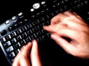 İran'da blog yazarına 444 kırbaç cezası