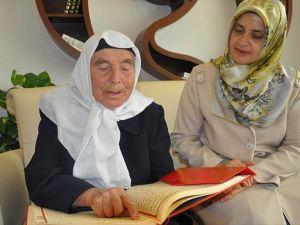 83 yaşında Kur'an okumayı öğrendi