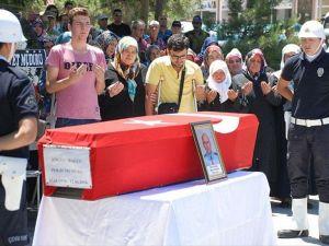 Şüpheli takibinde silahı ateş alan polis memuru hayatını kaybetti
