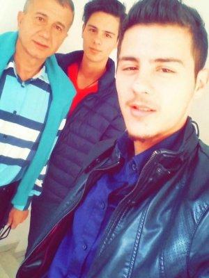 Ahmet Baloğlu yakışıklı ikizleri ile