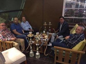 Kemal Korkmaz ve dostları akşam sohbetinde
