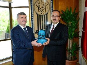 Vali Canbolat'tan Başkan Akyürek'e ziyaret