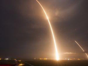 SpaceX'in Falcon 9 roketi okyanustaki platforma inemedi