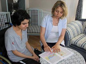 Engelli öğrenci evde eğitimle okul birincisi oldu