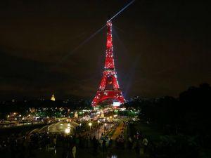 EURO 2016'da Eyfel Kulesi tekrar Türk bayrağına bürünebilir