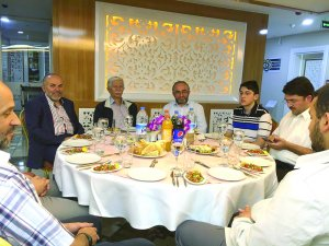 Demosan Otelleri İşletme Sahibi Mehmet Demirel Misafirleriyle
