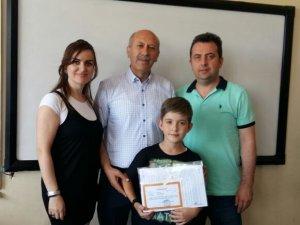 Yılmaz Kaan Gülcü'nün mezuniyet sevinci