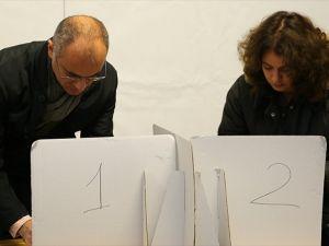 İtalya'da kısmi yerel seçimler ikinci turu için halka sandık başında