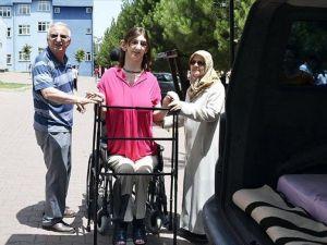 Dünyanın en uzun boylu genç kızının LYS heyecanı