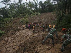 Endonezya'daki heyelanlarda ölü sayısı 46'ya yükseldi