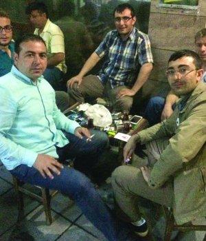 Ahmet Turhan, Fatih Türk ve arkadaşlarının çay keyfi