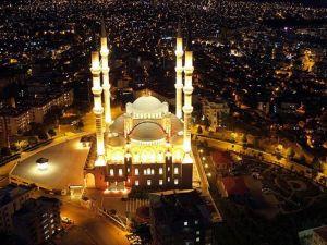 Türkiye'nin üçüncü büyük camisi sosyal hayatın da merkezi
