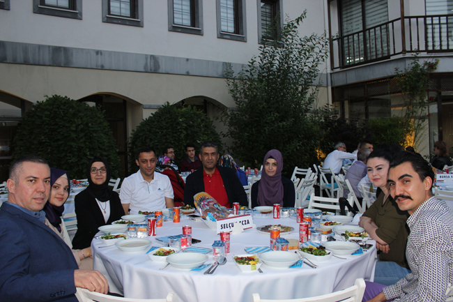 Eczacılar geleneksel iftar yemeğin'de buluştu