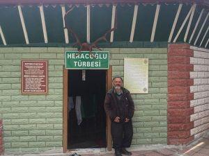 Bu köyde türbe köyün en yaşlısına emanet