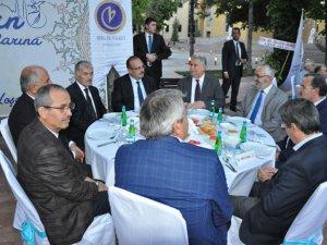 Birlik Vakfı ve Rektör Şeker'den iftar
