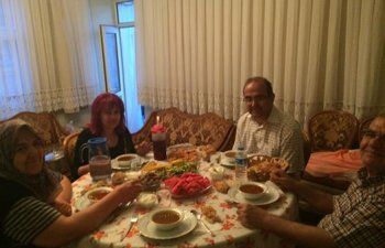 Alagöz ailesi iftar sofrasında