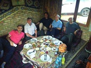 Hukukçu Ali Kaya'dan dostlarına dört dörtlük iftar programı