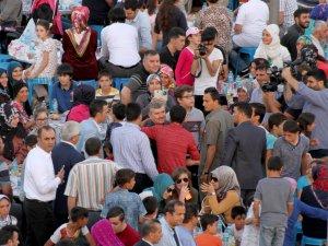 Binlerce yetim kardeşlik iftarında buluştu