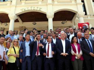 CHP'li milletvekilleri Bolu Valiliğine yürüdü