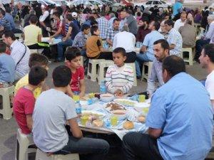 """Suriyeli """"mülteciler iftarda buluştu"""