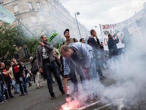 Paris'te protesto yürüyüşüne yasak