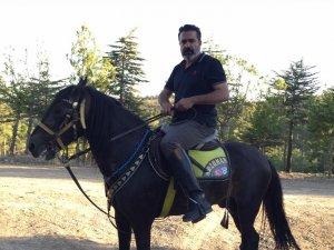 İbrahim Arzuman atı ile stres atıyor