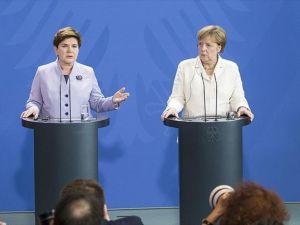 Almanya Başbakanı Merkel: Elbette İngiltere'nin AB'de kalmasını istiyorum