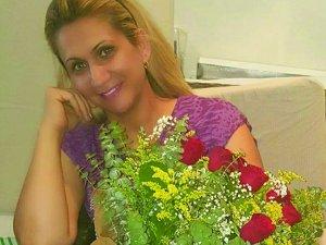 Aliye Kaya'ya buket buket çiçek hediyesi