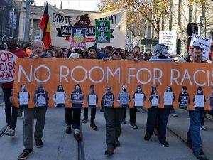 Avustralya'da karşıt gösteriler düzenledi