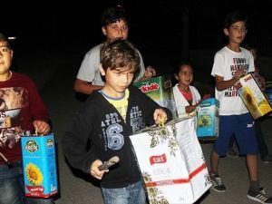 Mahalleliyi 'tenekeden davulla' çocuklar sahura kaldırıyor