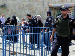 İsrail Mescid-i Aksa'da 10 kişiyi gözaltına aldı