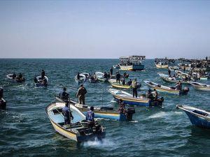 İsrail Gazze'deki avlanma menzilini 6 mile çekti