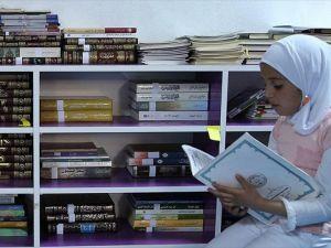 Suriyeli çocuklara kitap bağışlayarak uzlaştılar