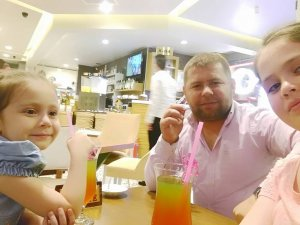 Salih Özkan kızı ve yeğeni ile Selçuklu Ortaköy'de