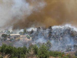 Adrasan'daki yangını 'karşı ateş' söndürdü