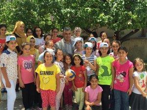 Başkan Özgüven KOMEK'teki çocuklarla bir araya geldi