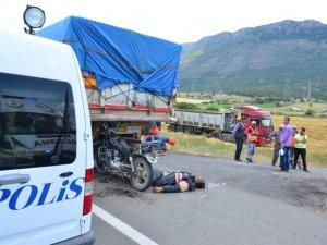 TIR'a arkadan çarpan motosiklet sürücüsü hayatını kaybetti.