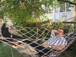 Hüseyin Korkmaz Bey Lalebahçe'de istirahatta