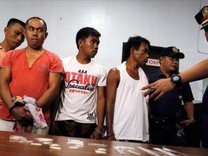 Filipinler'de uyuşturucu satıcıları teslim olmak için sıraya girdi
