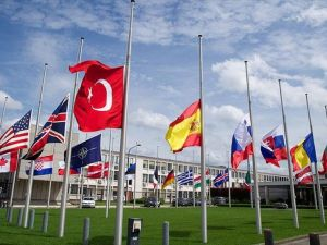 NATO'da bayraklar yarıya indirildi