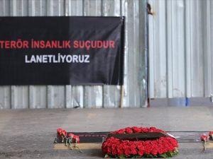 Terör saldırısında yaşamını yitirenler için anma töreni