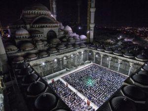 Çamlıca Camisi'nde ilk teravih namazı kılındı