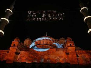 Sultanahmet Camisine Türk bayrağı yansıtıldı