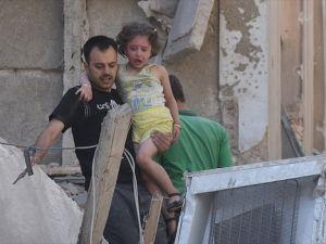 Esed rejimi Halep'te sivilleri vurdu