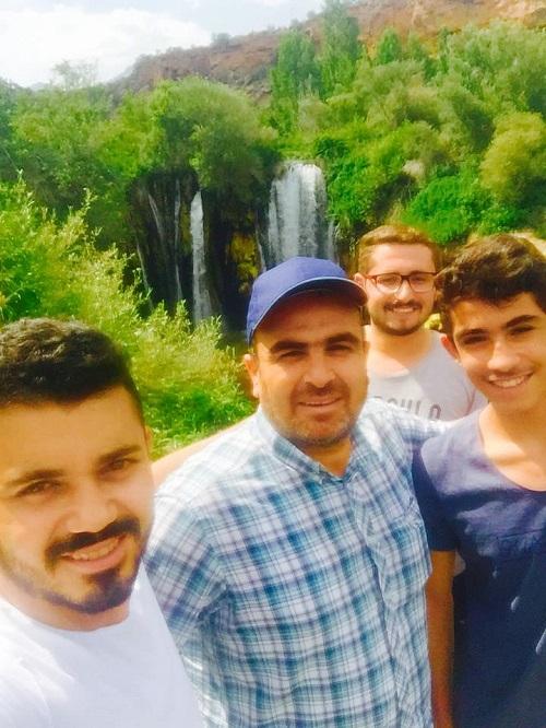 Kadir Aslanboğa dostları ile Yerköprü Şelalesinde
