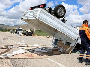 Bayburt'ta trafik kazası: 2 ölü, 6 yaralı