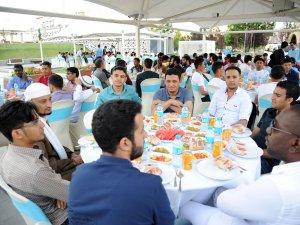 65 ülkeden onlarca öğrenci bayram sofrasında buluştu